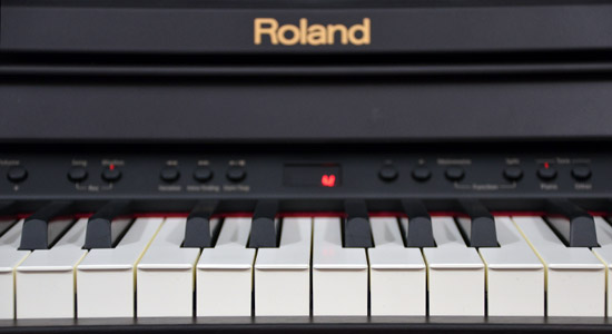 test roland rp 401r cyfrowe pianino z automatycznym akompaniamentem e muzyk eu. Black Bedroom Furniture Sets. Home Design Ideas