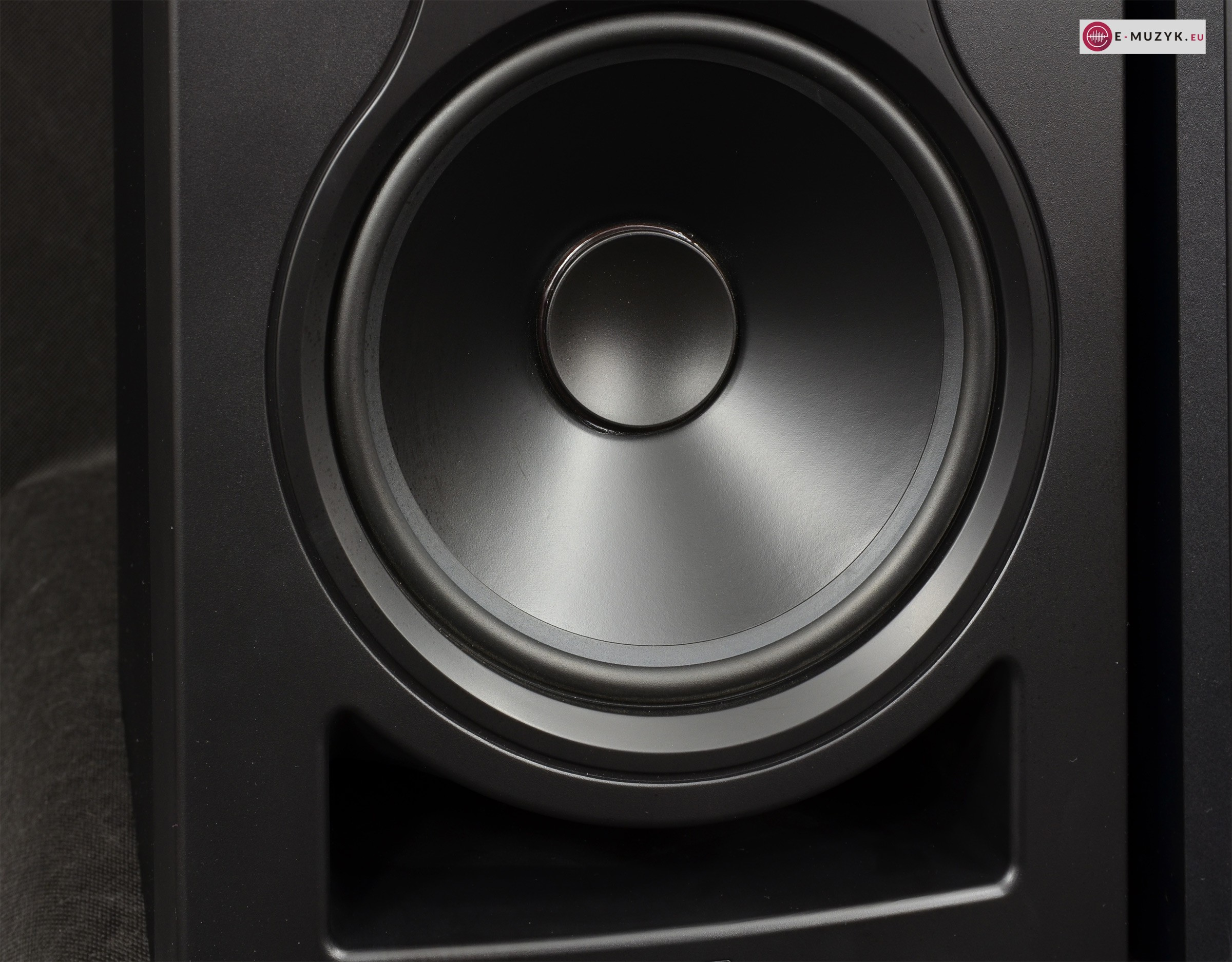 KALI Audio IN 8 LF bass reflex2