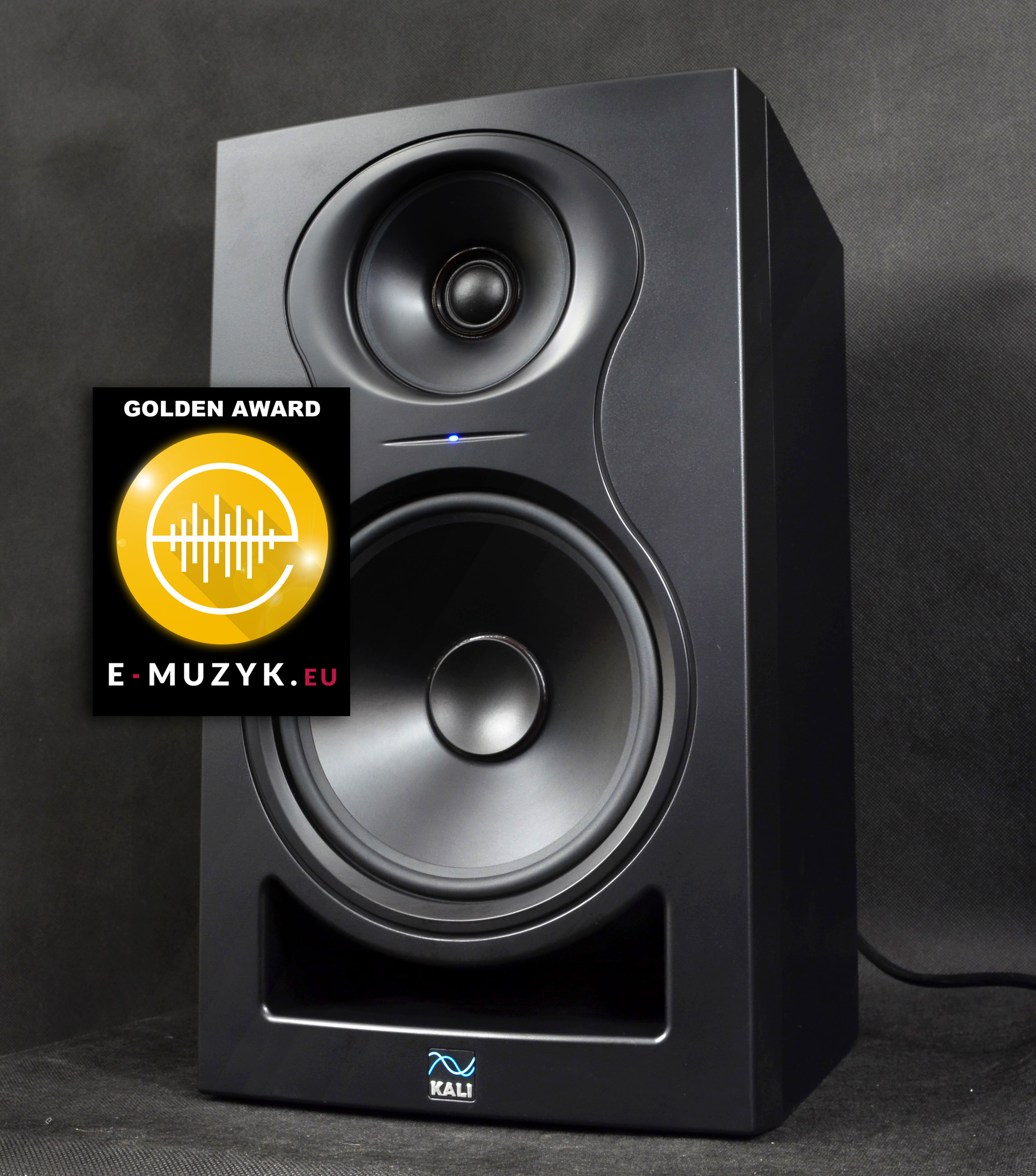 KALI Audio IN 8 front angle right AWARD